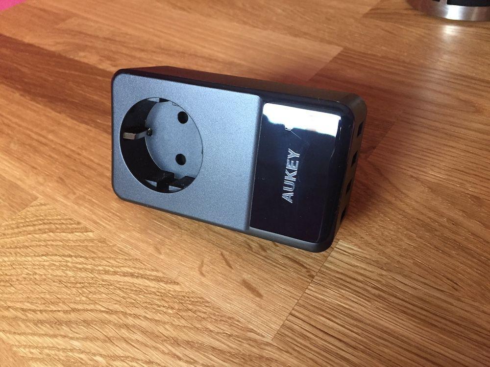 AUKEY Cargador USB lateral