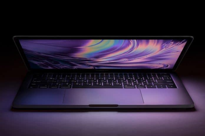 guia como limpiar el teclado de un MacBook aire comprimido
